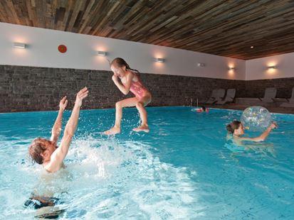 Zwemmen bij landal brandnertal - Ontwikkeling rond het zwembad ...