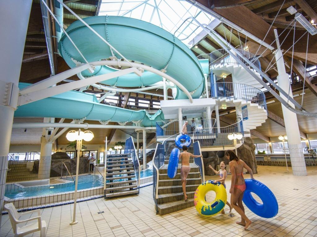 Sport en spel bij landal salztal paradies for Zwembad spel