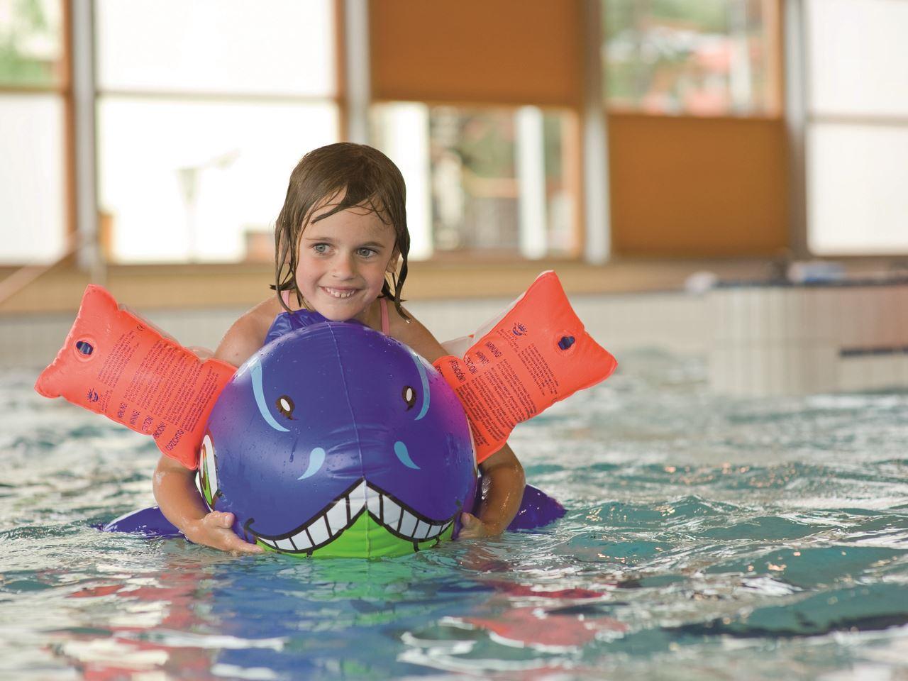 Zwemmen bij landal marina lipno - Ontwikkeling rond het zwembad ...