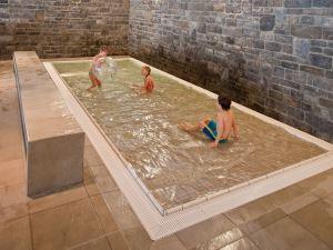 Zwemmen bij landal chalet matin - Ontwikkeling rond het zwembad ...